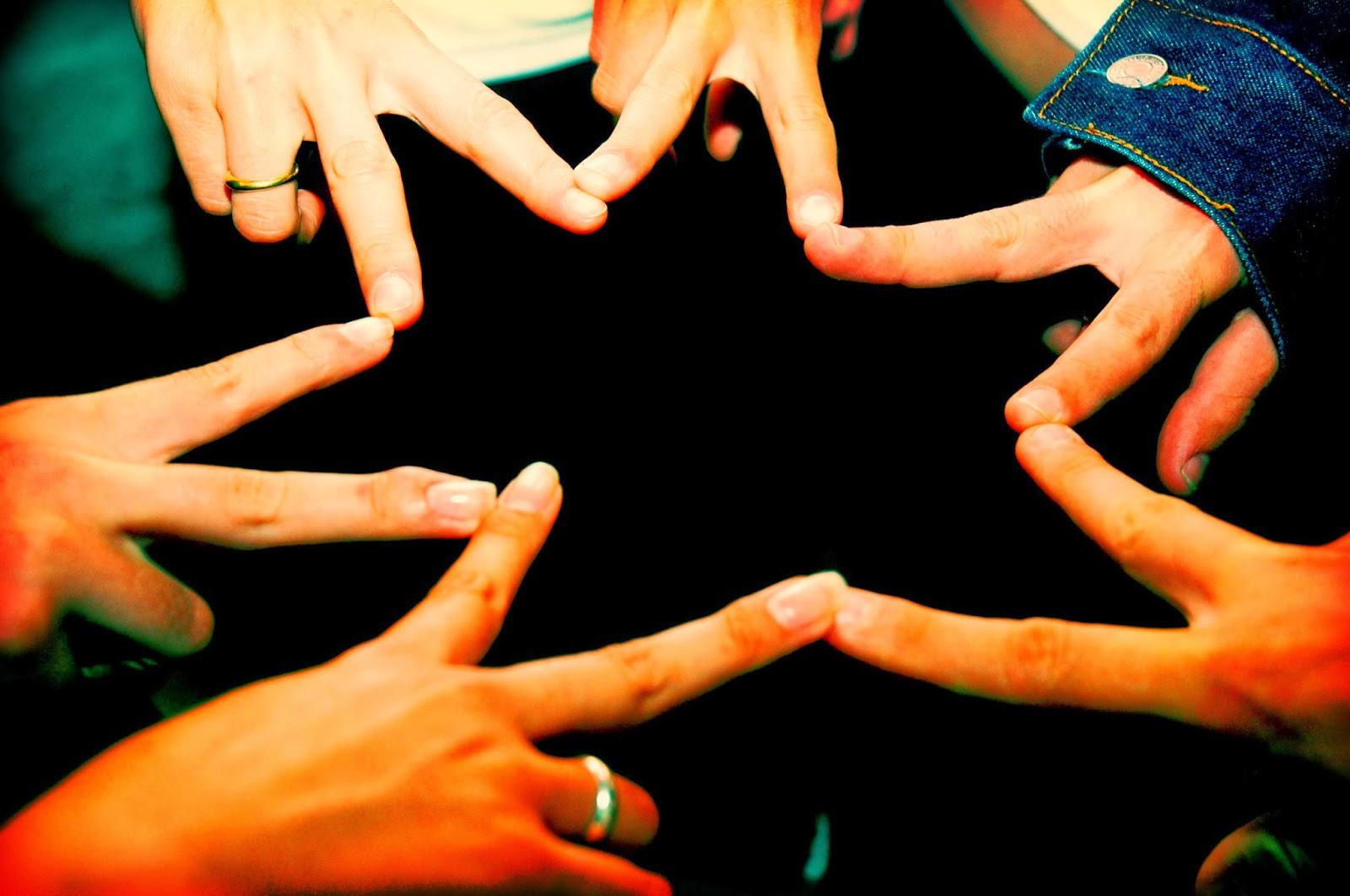 3. Saling Peduli Dengan Sesama Dan Lingkungannya